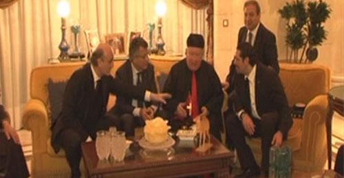 بالفيديو: شخصيات لبنانية في الرياض للتعزية واجتماع في منزل الحريري