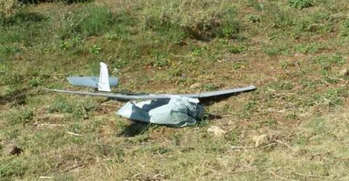 بالصور: سقوط طائرة إستطلاع إسرائيلية في بلدة سردا في قضاء مرجعيون