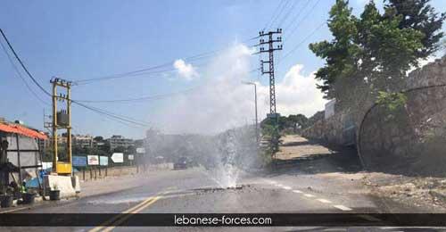 """خاص بالفيديو والصور: غسيل السيارة """"ببلاش"""" على طريق الـNDU القديم"""