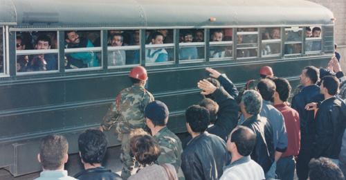 المحررون من المعتقلات السورية ينتظرون: أين التعويضات وأين القانون؟