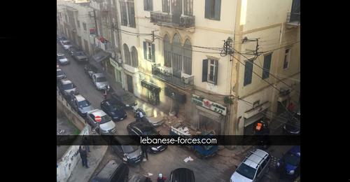 خاص بالفيديو والصور: انهيار سقف مبنى في الأشرفية