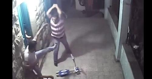 """بالفيديو – خاص موقع """"القوات"""": انهال على سوري بالضرب أمام طفليه في خراج بكفيا"""