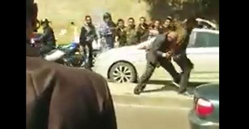 خاص بالفيديو: حاول إحراق نفسه امام السفارة الكويتية فنجح إبن دير الاحمر بردعه
