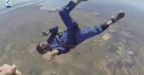 بالفيديو: فقد وعيه على ارتفاع 9000 قدم