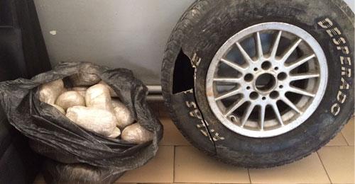 بالصورة: 20 كلغ من حشيشة الكيف داخل اطار سيارة