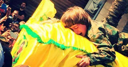 """بالفيديو: رسالة من أب فقد اولاده في القصير لطفل فقد والده المقاتل بـ""""حزب الله"""""""