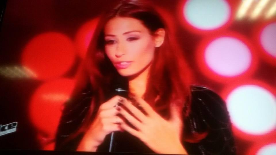 """بالفيديو: الفنانة هبة طوجي تبهر لجنة """"The Voice"""" عبر الـ """"TF1″"""