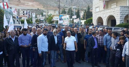 خاص بالصور: أهالي جديتا يعتصمون إحتجاجاً على تأجيل الإنتخابات البلدية