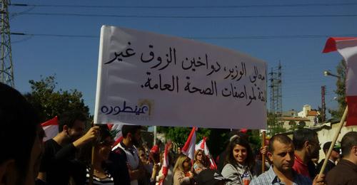 """""""داخون الزوق خانقنا"""".. و""""تويتر"""" يشتعل تضامناً وسخريةً من الوضع المذري!"""