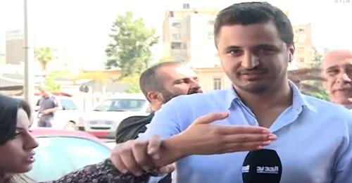 بالفيديو – مباشرةً على الهواء: ماذا بين رامز القاضي ورنيم بو خزام؟