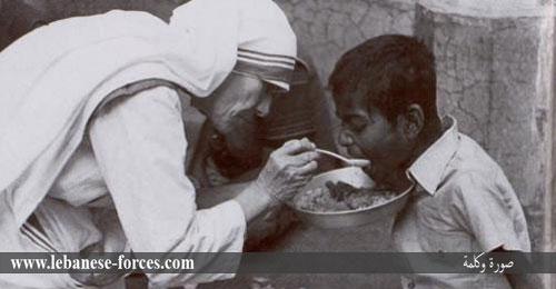 """""""صورة وكلمة"""": إنسانية الأم تريزا تصل إلى الهند"""
