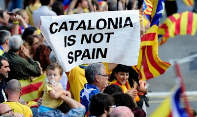 الحكومة الاسبانية تقرر تعليق الحكم الذاتي في كتالونيا