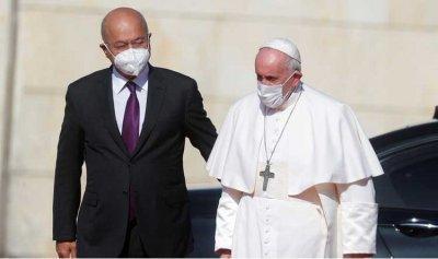 بالصور ـ البابا يصل قصر بغداد