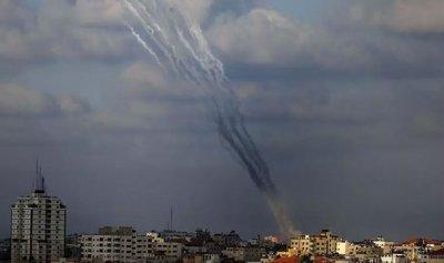 ثلاثة قتلى فلسطينيين وإصابات إسرائيلية بقصف متبادل