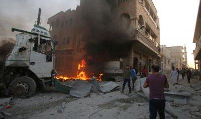 مقتل 21 مدنياً بغارات النظام وروسيا في إدلب