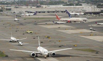 حريق بمحرك طائرة يغلق مطار نيوارك في نيوجيرزي