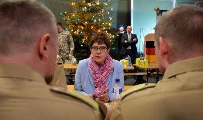 """وزيرة الدفاع الألمانية تتهم روسيا بـ""""الاستفزاز"""""""