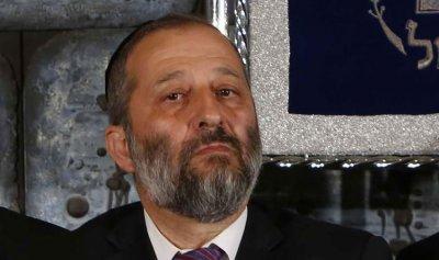 بعد نتنياهو… وزير الداخلية يواجه الاتهامات