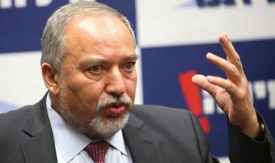 ليبرمان: إسرائيل لن توقف غاراتها على سوريا