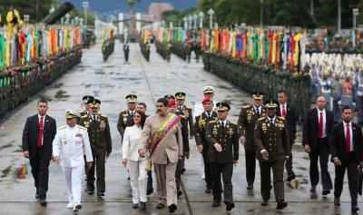 الجيش الفنزويلي يعلن ولاءه للرئيس مادورو في التصدي لأي تدخل أميركي