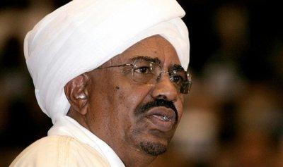 الرئيس السوداني يعفي وزير خارجيته من منصبه