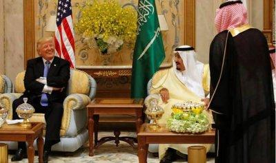 """ترامب عند """"الأسوار"""" مع """"ملك العزم"""": إفتحوها صاغرين.. وإلا"""