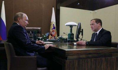 بوتين ومدفيديف يستعدان لإجراء زيارات خارجية