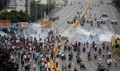 فنزويلا: البرلمان يعقد جلسة بعد ساعات على قيام مادورو بتجريده من صلاحياته