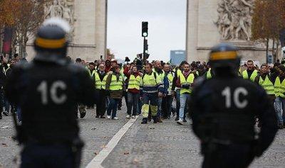 فرنسا تخطط لإلغاء إعفاءات ضريبية بمليار يورو