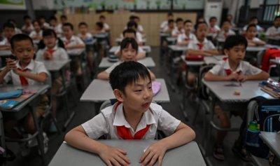 الصين تقرّ قانوناً للحد من الفروض المنزلية