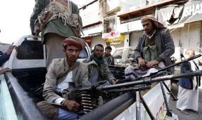 """بعد """"الانشقاق الكبير""""… الحوثيون يشددون المراقبة"""