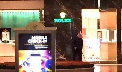 """عملية سطو أمام متجر Rolex في لاس فيغاس بطلها """"خنزير"""" مسلّح"""