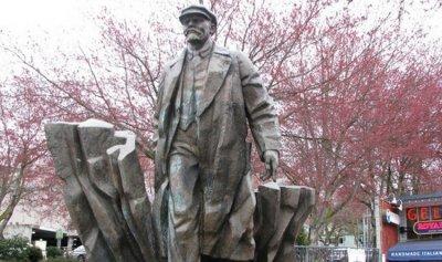 بعد موجة إزالة أبطال الكونفدرالية… وصل دور لينين سياتل
