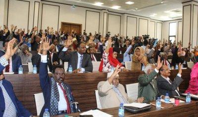 الرئيس الصومالي يُمدد ولايته عامين