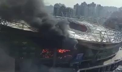 بالفيديو: حريق هائل في ملعب شنغهاي الصيني
