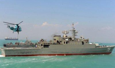 إيران ترسل طائراتها وأحدث مدمراتها البحرية الى الخليج