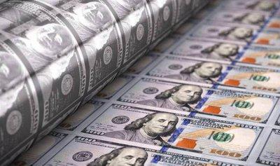 الدولار يتكبد أكبر خسارة شهرية بـ10 سنوات