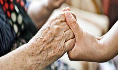 لا تتخلى عن مقعدك لكبار السن فذلك يضر بصحتهم
