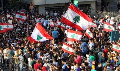 وقفة احتجاجية للعسكريين المتقاعدين على طريق القصر