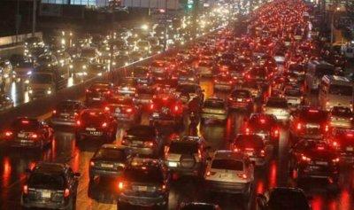 زحمة خانقة على طريق عاريا بسبب انقلاب سيارة