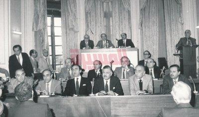 مئة عام من الانتخابات والتعيين والتمديد
