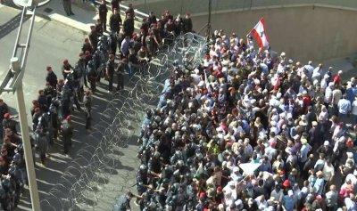 الجيش يطالب المعتصمين إلى التقيد بالنظام العام
