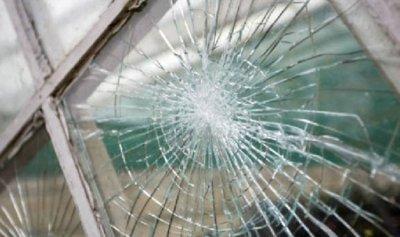 إشكال وتكسير زجاج في عمشيت