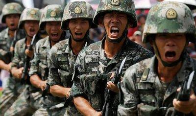 بالفيديو: الصين تستعرض قوتها العسكرية وترمب يدخل على الخط