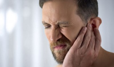 ما أعراض تمزق طبلة الأذن؟