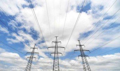 حريق عمود وأسلاك للامداد بالطاقة الكهربائية في أدونيس