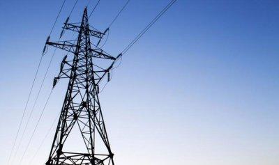 إصلاح أعمدة الكهرباء في بلدة سير الضنية