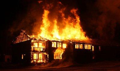 الدفاع المدني أخمد حريق مشحا العكارية