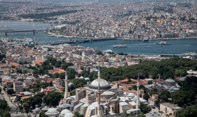 إسطنبول ترحّل السوريين المخالفين
