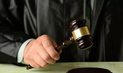 القضاء يكرس ظاهرة بقاء الموظف المدعوم فوق المحاسبة